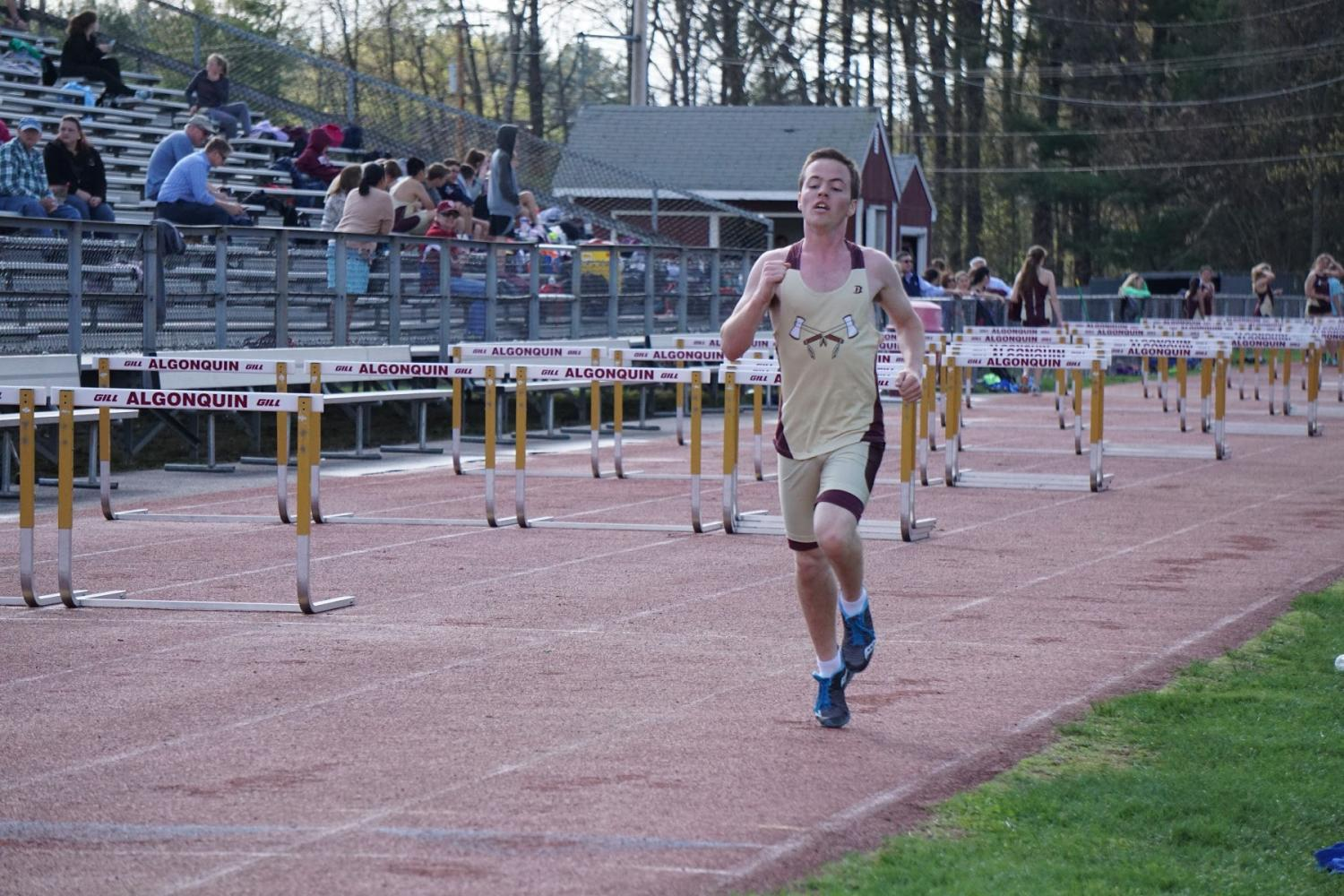 Junior+Andrew+Michalik+sprints++towards+the+finish+line%2C+hoping+to+win+first+place.