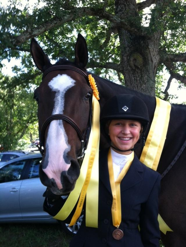 Sophomore Alyssa Krinsky posing with her horse Quito after placing third.