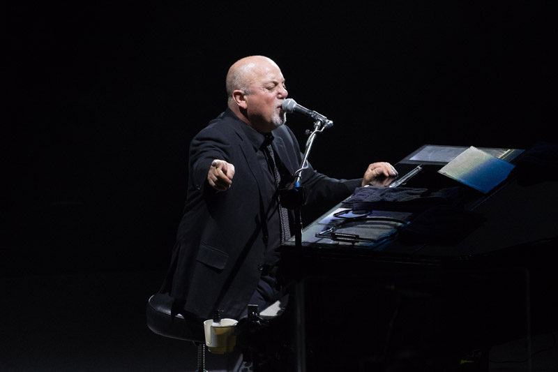 Billy+Joel+performs+at+his+piano+in+a+legendary+Madison+Square+Garden+show.