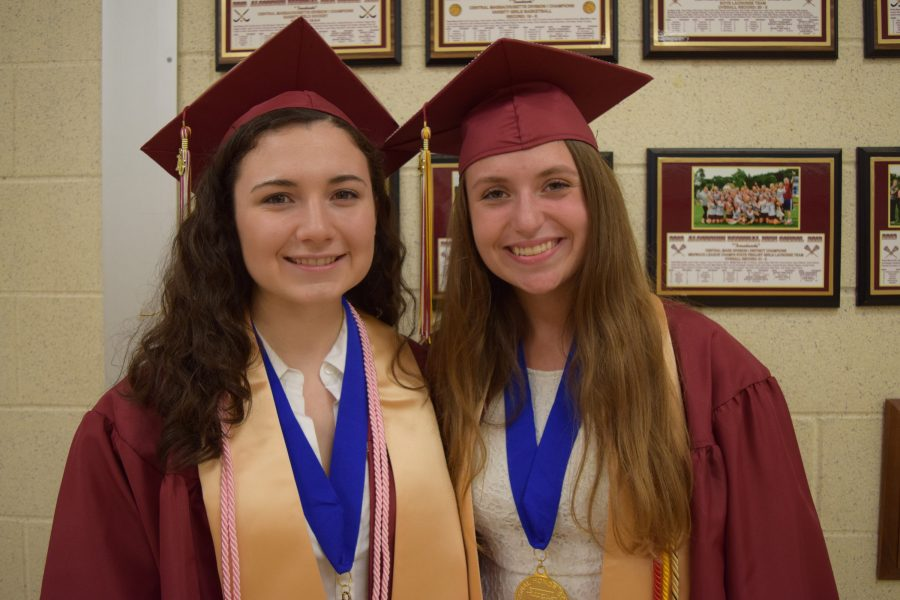 Valedictorians+Gabrielle+Russo+and+Riley+Casey+shared+the+exact+same+GPA+and+were+surprised+that+two+people+could+be+ranked+first+in+the+class.+