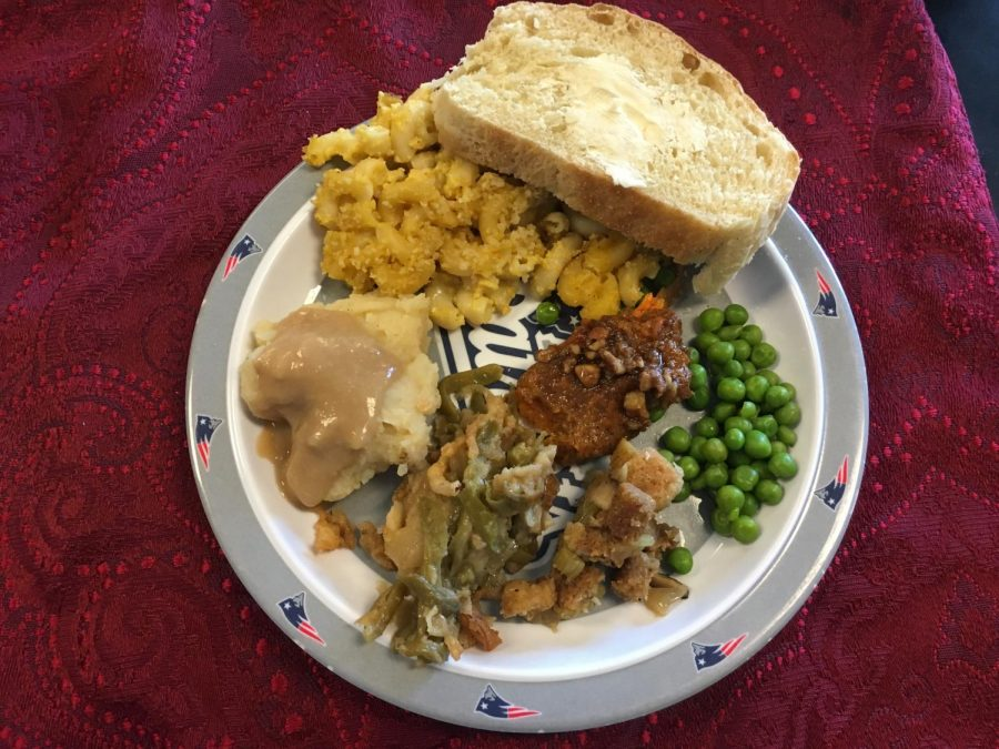 Senior+Paige+Morse+prepared+vegan+mashed+potatoes+for+her+AP+Environmental+class+in+celebration+of+Thanksgiving.