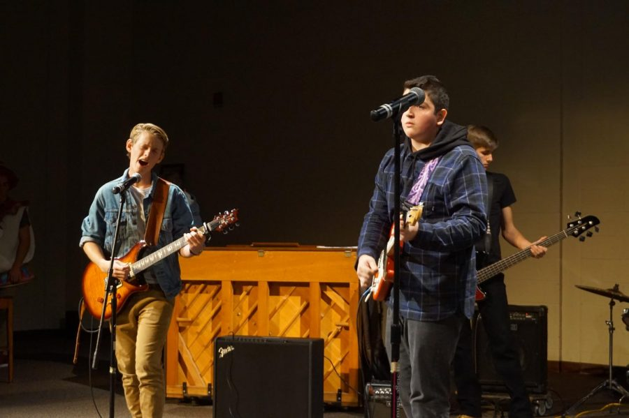 Junior+Ben+MacNeil+sings+and+plays+guitar+alongside+junior+Nick+Laughlin.
