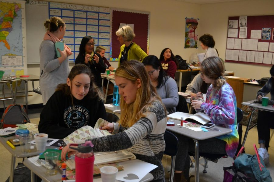 In one of the most popular STEP blocks, social studies teachers Brittany Burns and Amelia Braun provided students with art supplies to make their own holiday cards that will be sent to service members, kids in hospitals, and elders in nursing homes.