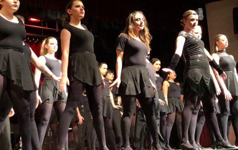 Glitter, murder, scandal: 'Chicago' debuts glamorous performances