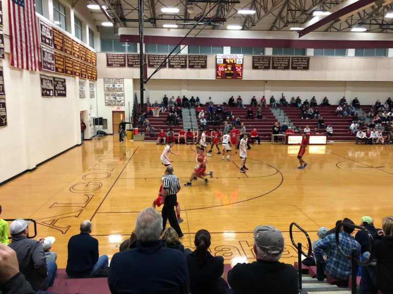 Boys' basketball wins against previously undefeated Knights