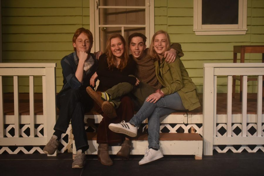 Smalle Kast Wit.Small Cast Takes On Big Topics With Winter Play Proof The