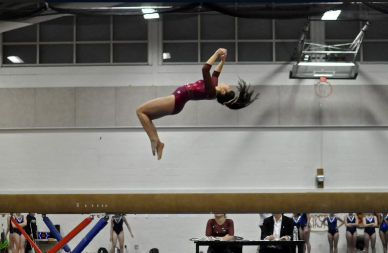 Sophomore+Acacia+Truong+performs+a+standing+back+tuck+on+the+balance+beam.+%0A