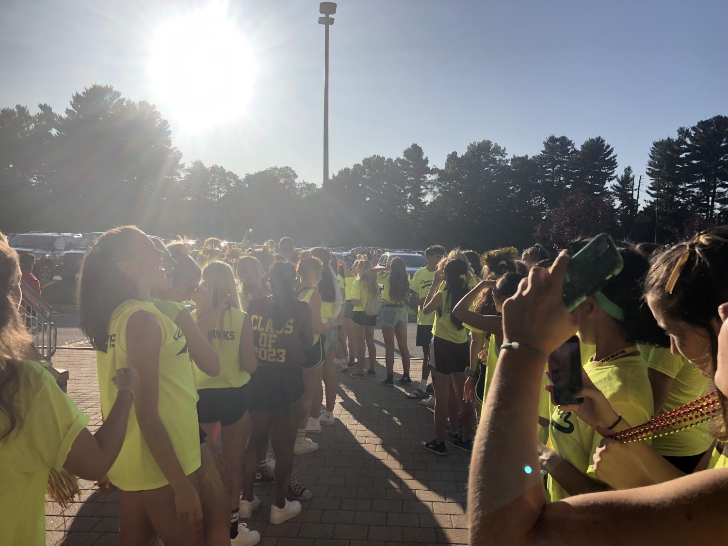 Mentors+line+up+in+the+gauntlet+to+welcome+incoming+freshman+to+the+orientation+dance.