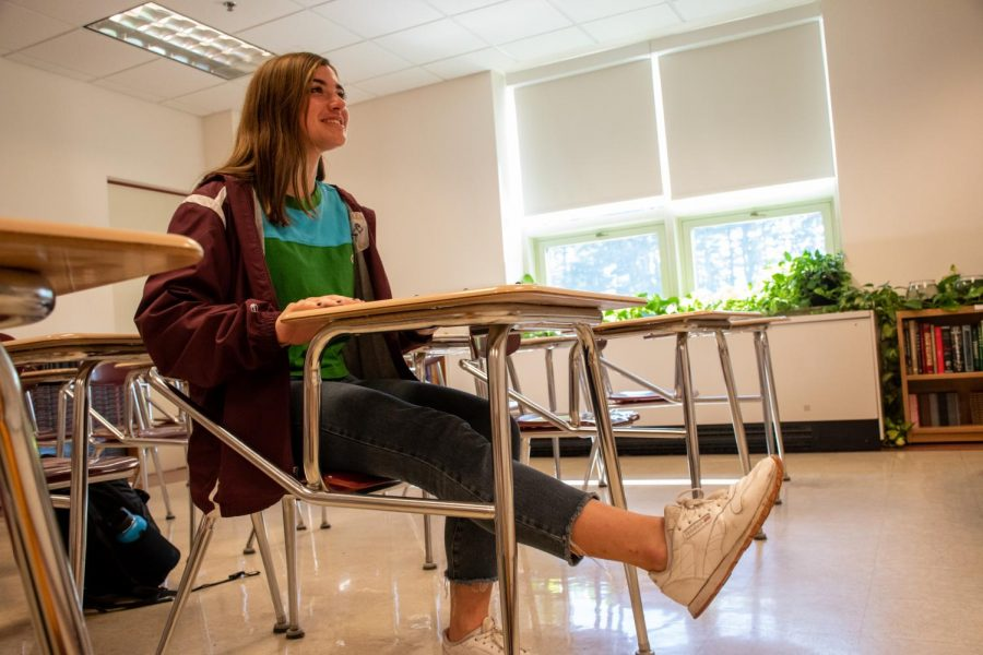 Sports Editor Jenny Lambert demonstrates a leg lift. Lambert and Assistant Sports Editor Karthik Yalala share their tips on how to exercise during class.