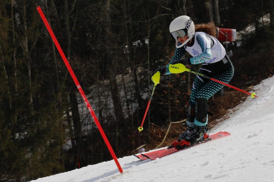 Sophomore+Mina+Utzschneider+completes+her+slaomon+race+at+the+Alpine+Ski+State+Meet+on+March+10%2C+where+she+finished+120th+after+falling+behind.+The+girls%27+team+finished+10th+in+the+state.