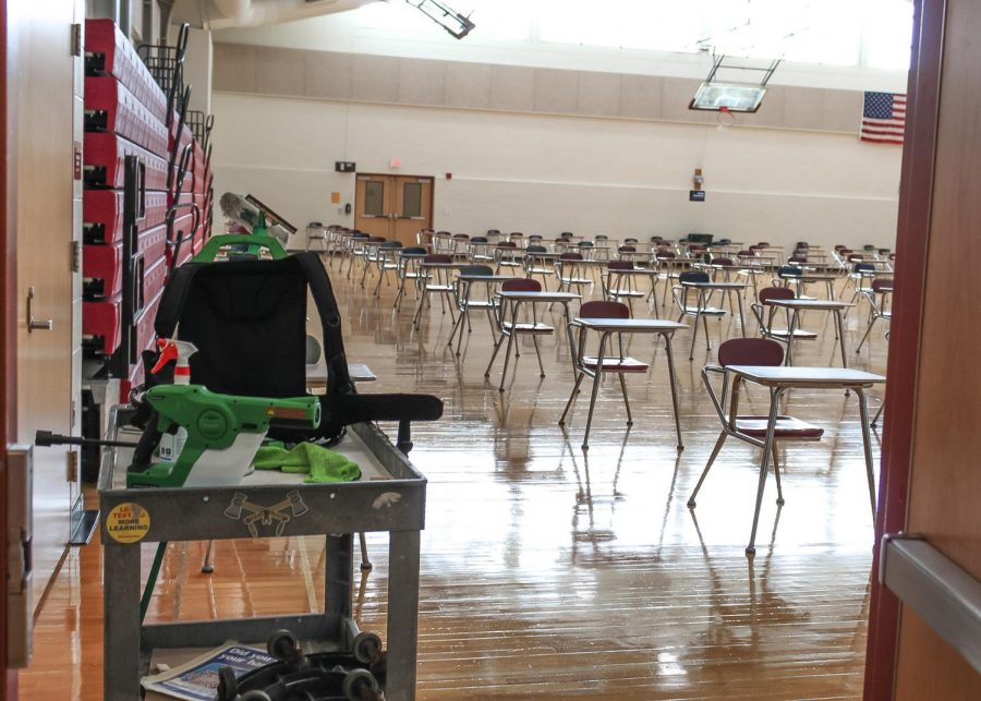The C gym, which normally would house many enthusiastic gym students, is now filled with desks providing students with a place to eat lunch. The cart on the left shows some of the cleaning equipment used to frequently sanitize every area after students use it.