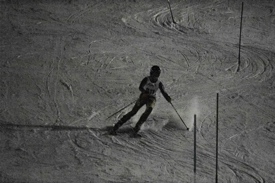 Tearing+up+some+snow+as+he+nears+the+end+of+the+slalom+trail%2C+sophomore+Aiden+Johnson+skillfully+weaves+around+the+gates+during+the+February+4+meet.