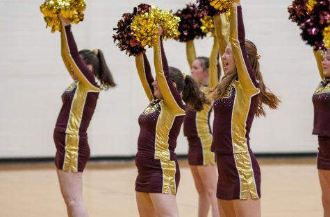 Senior captain Lucy McGlynn cheers alongside her teammates last year before the pandemic hit.